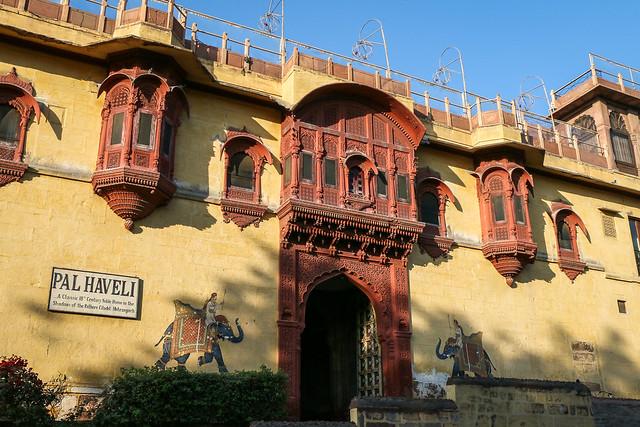 "Beautiful appearance of ""Haveli Inn Pal"", Jodhpur, India ジョードプル 格好いいホテル『ハヴェリ・イン・パル』外観"