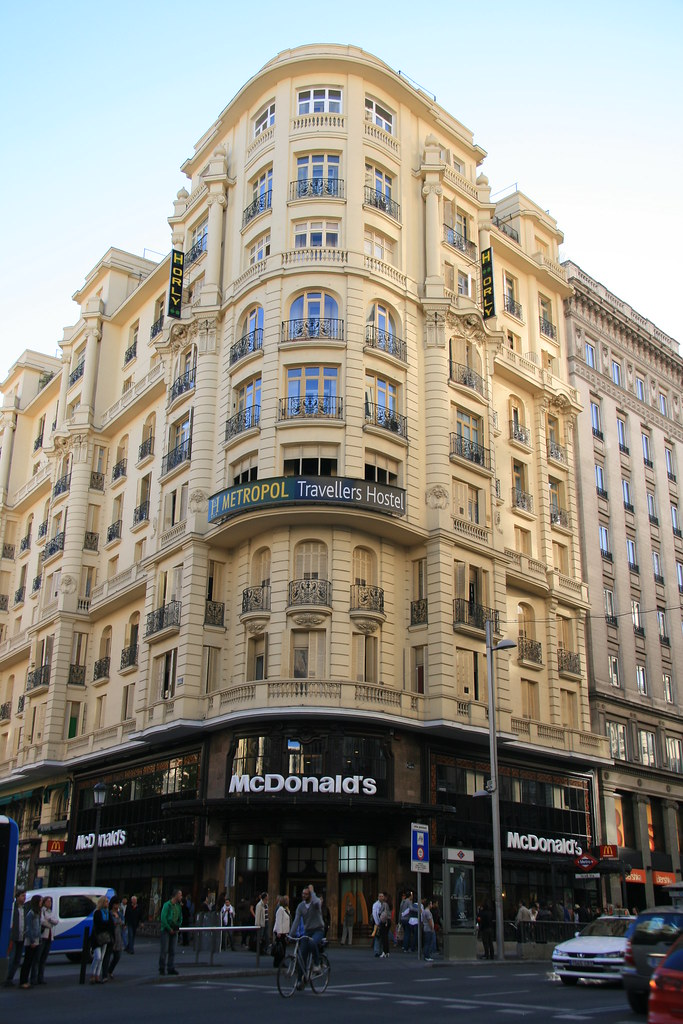 Mcdonald 39 s on gran via at calle montera madrid spain for Oficinas mcdonalds madrid