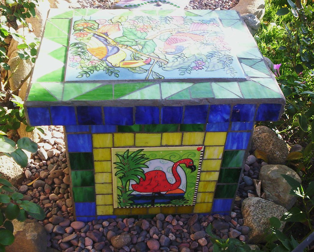 Mosaic Garden Bench I Used 4 Cement Cinder Blocks As The S Flickr