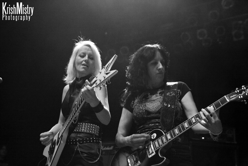Girlschool- Jackie Chambers & Kim McAuliffe | Girlschool, su ...: http://flickr.com/photos/krishmistryphotography/4147111561