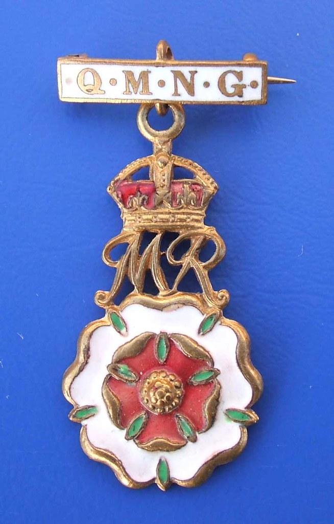 queen mary needlework guild officials badge ww1 191419