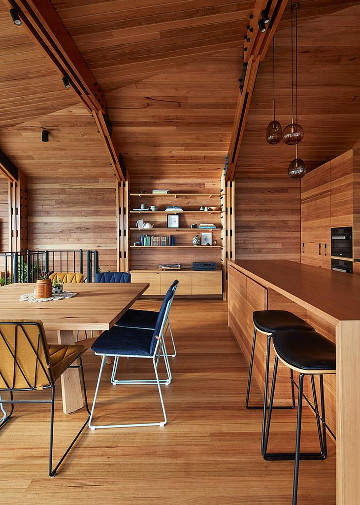 House on stilts design by Austin Maynard Architects in Australia Sundeno_08