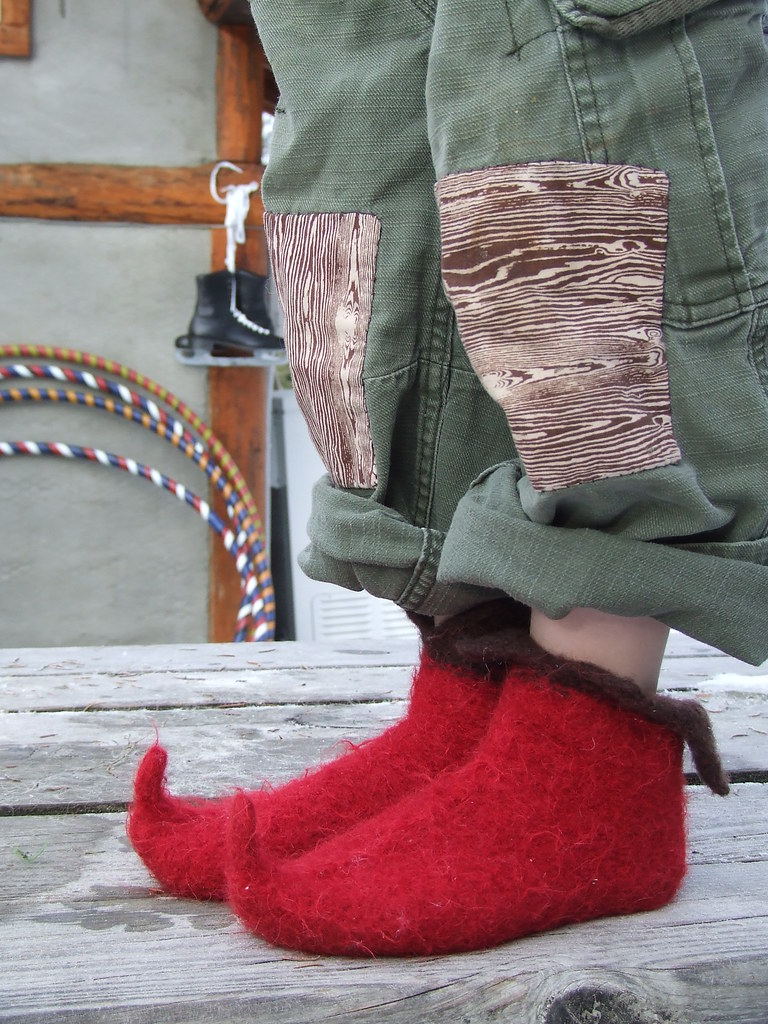 es elf shoes, felted pattern here. yarns: Nashua Julia ...