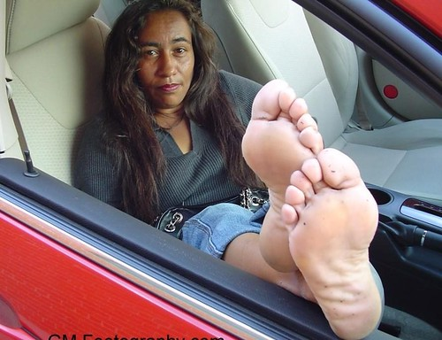 Sole fetish put a lotion on the sole of a woman and give out a erotic sound - 5 4