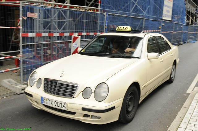 mercedes taxi cologne k ln nikon d300 nikkor 18. Black Bedroom Furniture Sets. Home Design Ideas
