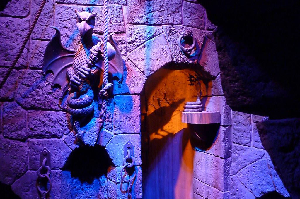 Snow White Ride Details Disneyland Mssaram Flickr