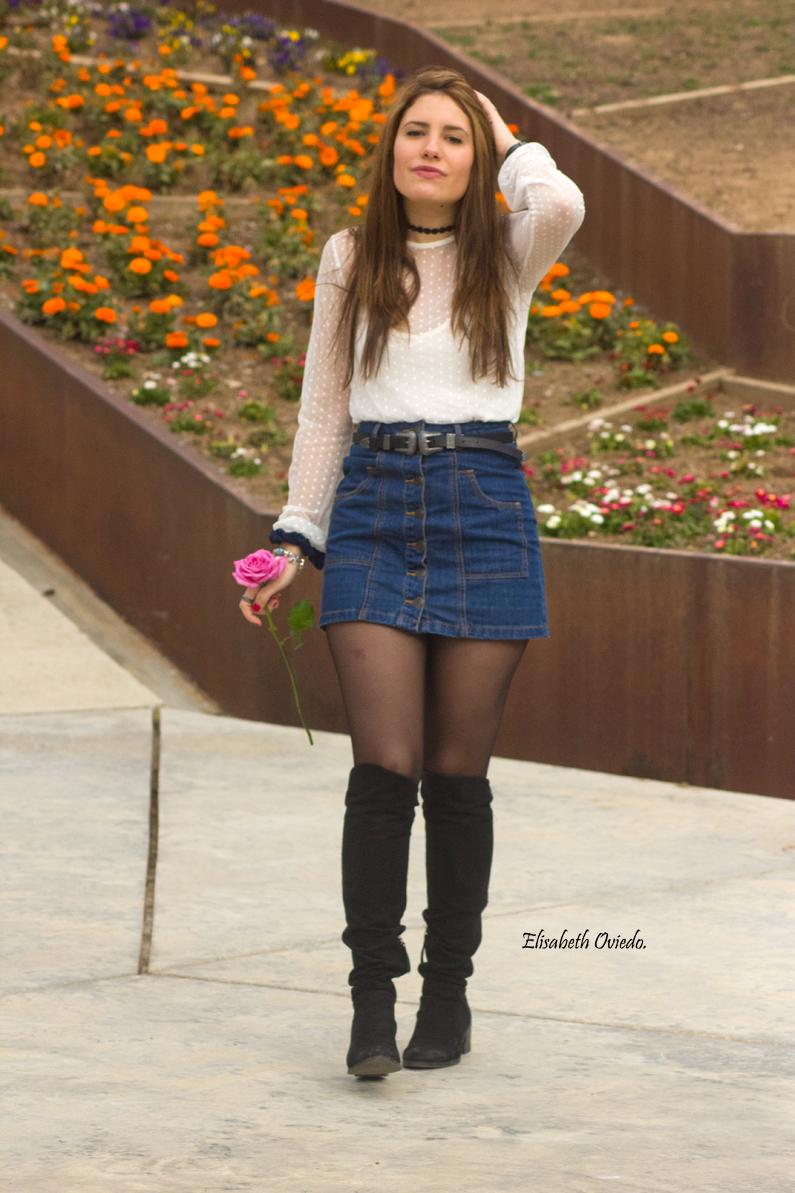 falda midi vaquera abrigo rosa zara heelsandroses botas negras stradivarius (1)