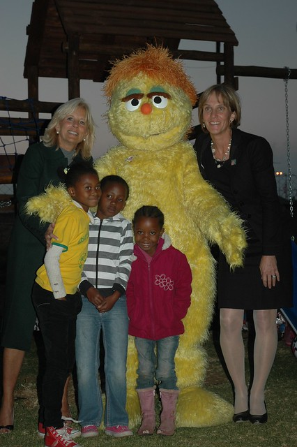 Dr  Jill Biden with Kami, the HIV-positive Muppet from Tak… | Flickr