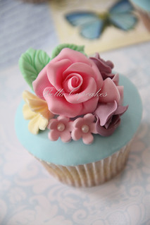 Shabby Chic Wedding Cupcakes | by Bella Cupcakes (Vanessa Iti)