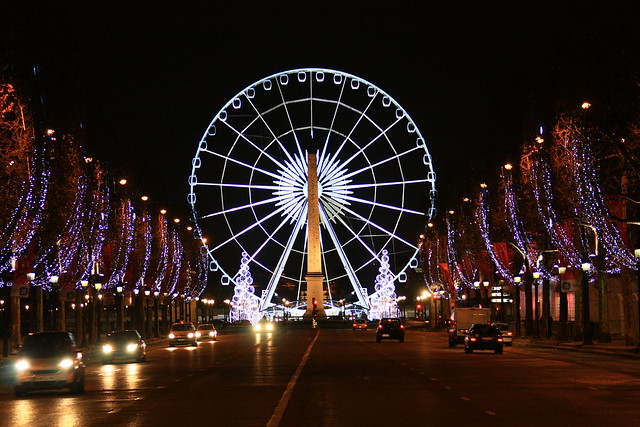 Champs elise la ruota con l 39 obelisco notturna for Parigi champ elisee