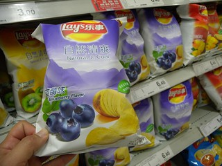 China: Blueberry flavor Lay's potato chips | by zieak