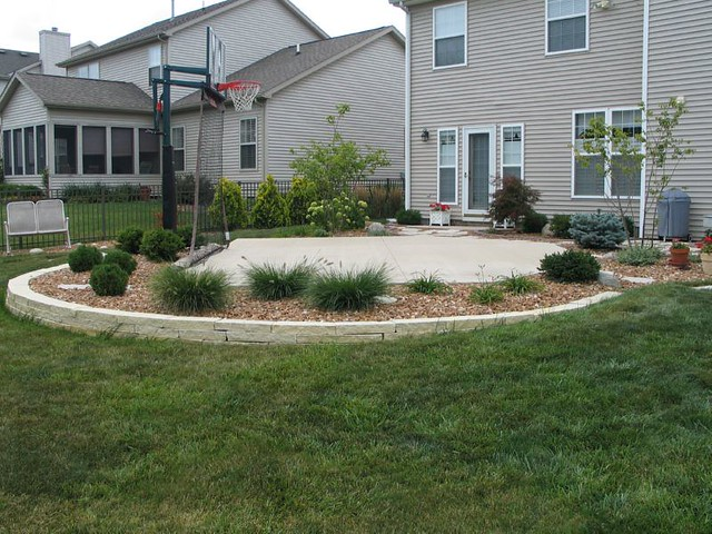 Dream backyard basketball court i found this on one of for How much to make a basketball court