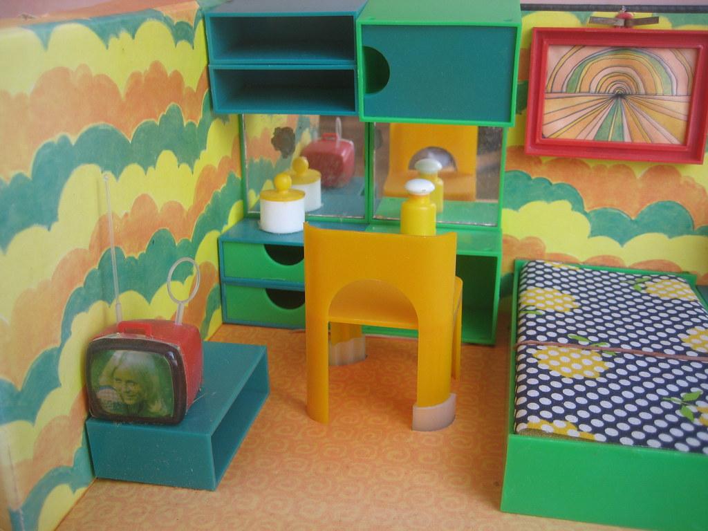 1974 gr nes schlafzimmer tv und stuhl diepuppenstubensammlerin flickr. Black Bedroom Furniture Sets. Home Design Ideas