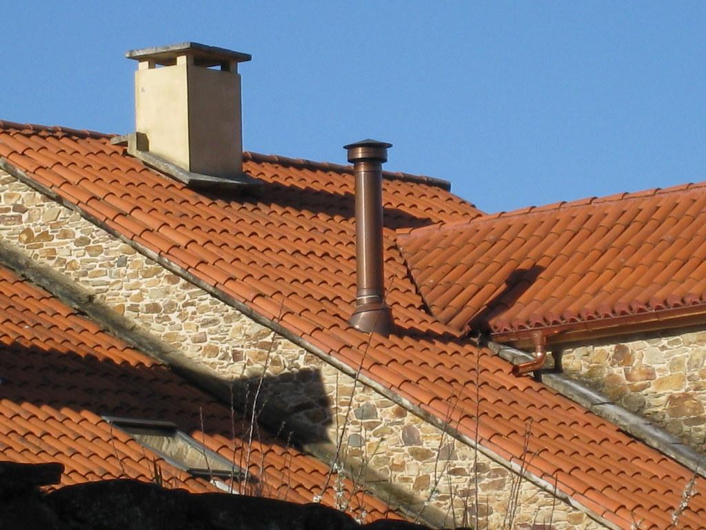 Salida de chimenea a tejado showroom crta - Chimeneas de obra ...