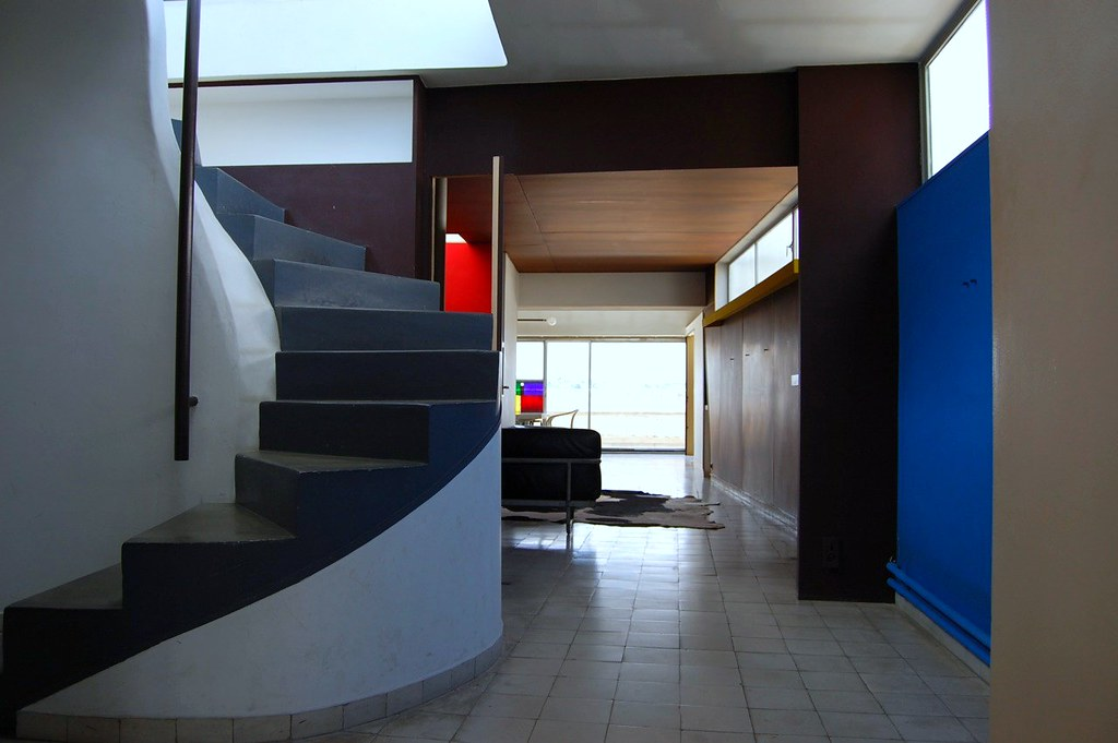 atelier appartement de le corbusier stairs to the roof. Black Bedroom Furniture Sets. Home Design Ideas