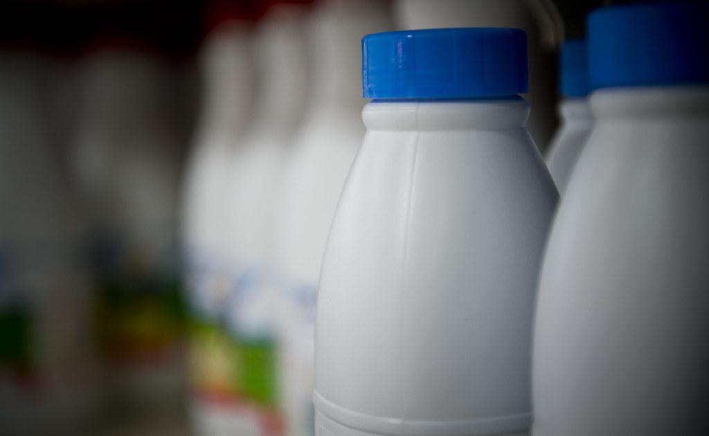 botellas de plstico para leche by ecoembes