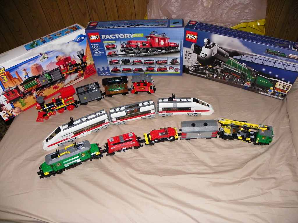 New Toy Story 3 Train : Lego toy story western train chase