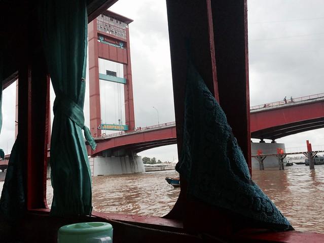 Warung mbok war sungai musi