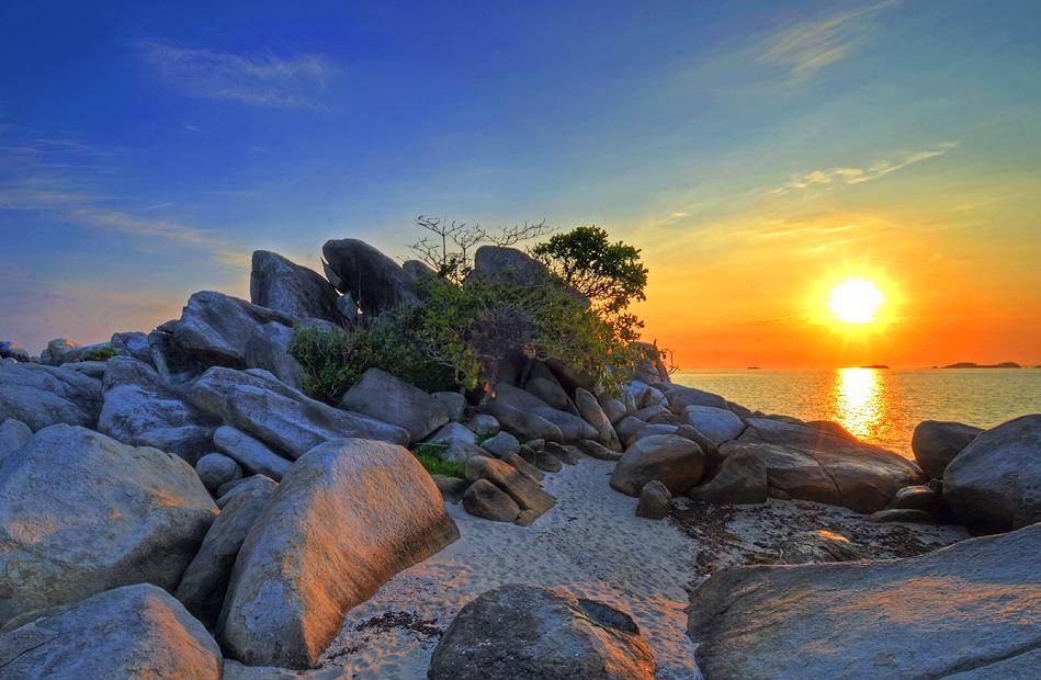 Lengkuas Island's sunrise