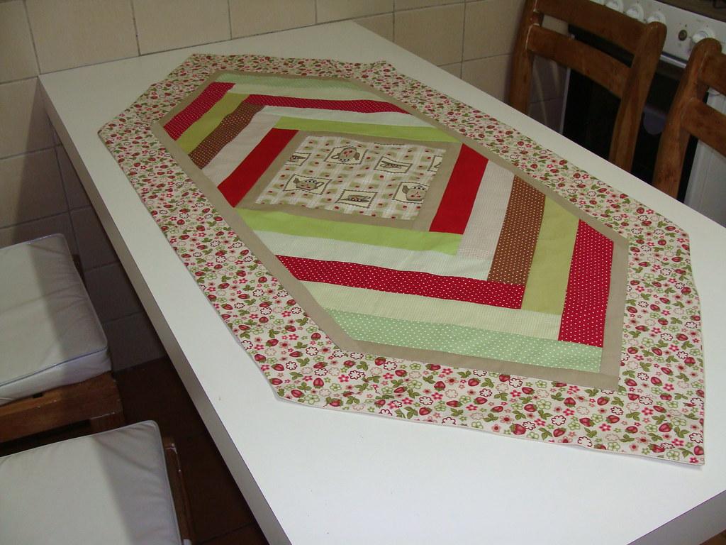 caminho de mesa em patchwork feito em patchwork entre e flickr. Black Bedroom Furniture Sets. Home Design Ideas