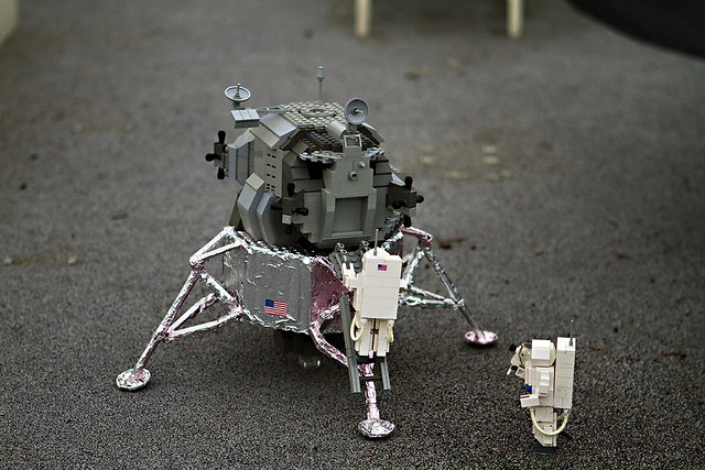 Lego Lunar Lander | Lego-built Apollo-era lunar lander in ...