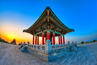 Korean Bell of Friendship at Sunrise | by Mike Chen aka Full Time Taekwondo Dad