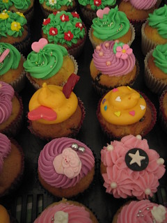 de colores y flores... | by All you need is Cupcakes!