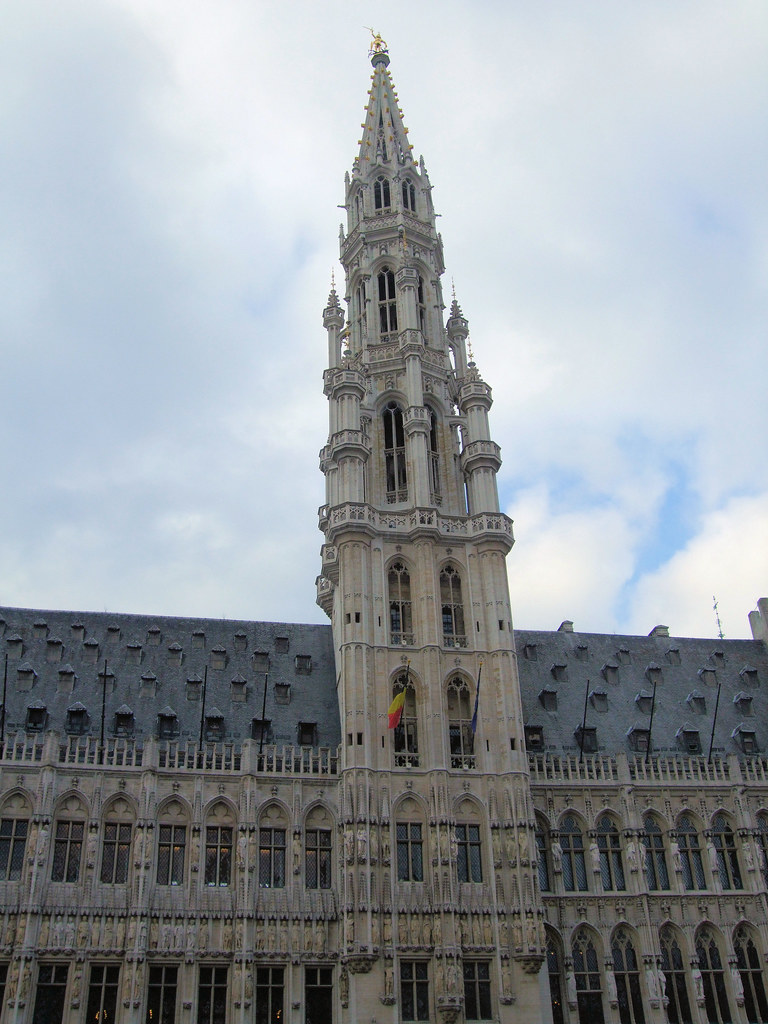 The tower hotel de ville grand place brussels the for Bruxelles piscine