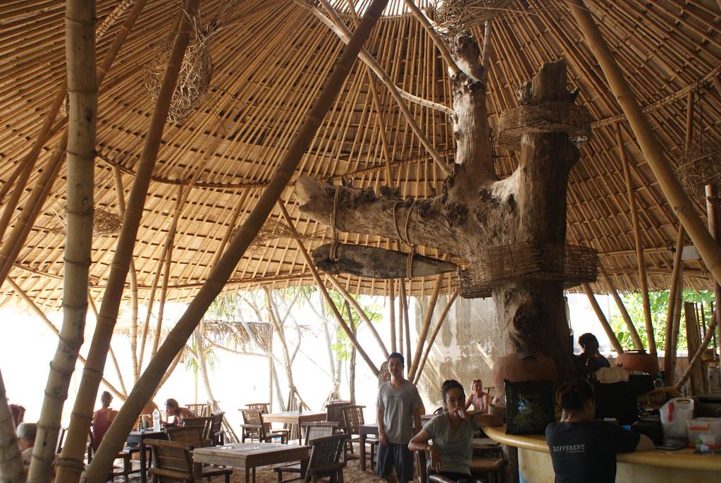 Belle charpente en bambou sur l'île de Koh Lanta.