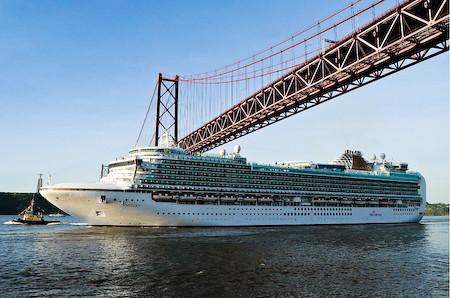 ventura p & o under lisbon bridge   p & o ship ventura
