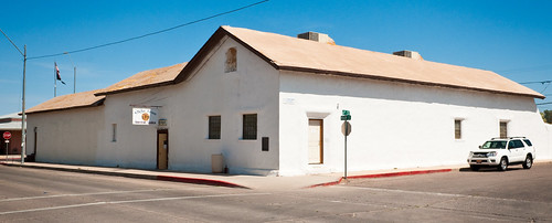 Second e n fish and company store 1874 520 north main for Fish stores in arizona