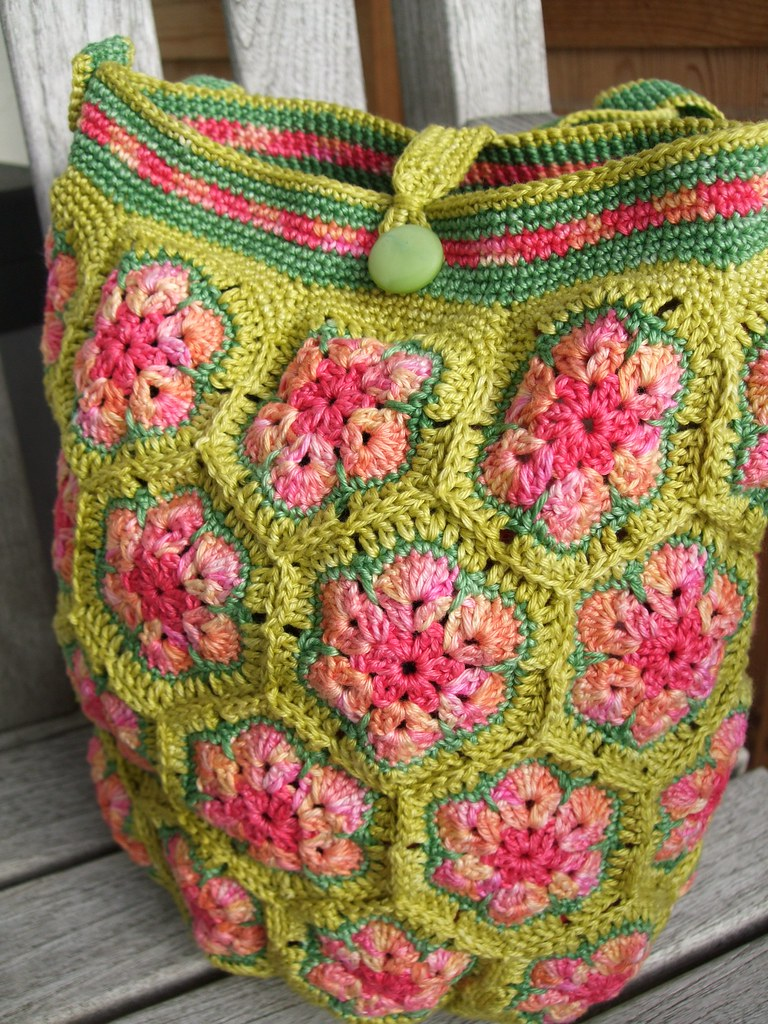 African Flower Hexagon Crochet Pattern Free : African flower bag