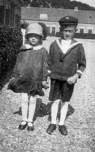 'juf' Jannie de Korte and her brother Beschier de Korte , living in  Middelharnis , Goeree-Overflakkee , the Netherlands , in days long past .... | by wvandergroef , yeah it's me