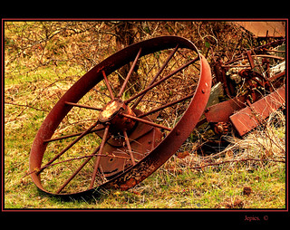 When The Wheel Falls Off. | by Picture post.