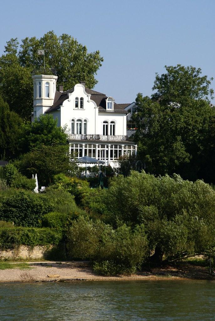 Villa am Rhein zwischen Walluf und Eltville (Villa at the …   Flickr