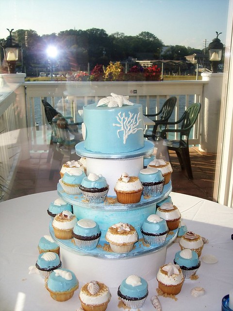 beach wedding cakes with cupcakes rehersal dinner cupcakes blue water grill wrightsville be 11188