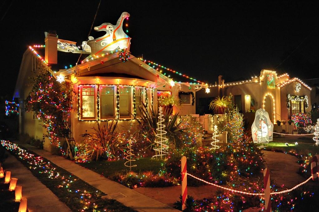 ... Thompson Ave (HDR)   by thilosalmon - Thompson Ave (HDR) My Favorite On Christmas Tree Lane 2009… Flickr