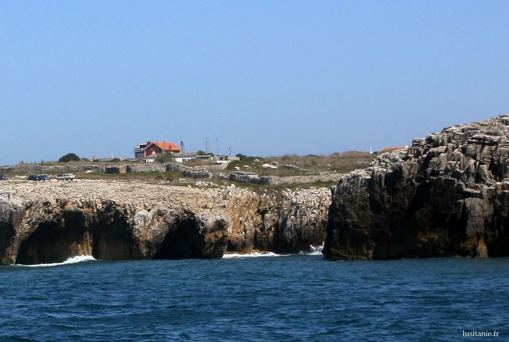 Maisons au bord des falaises