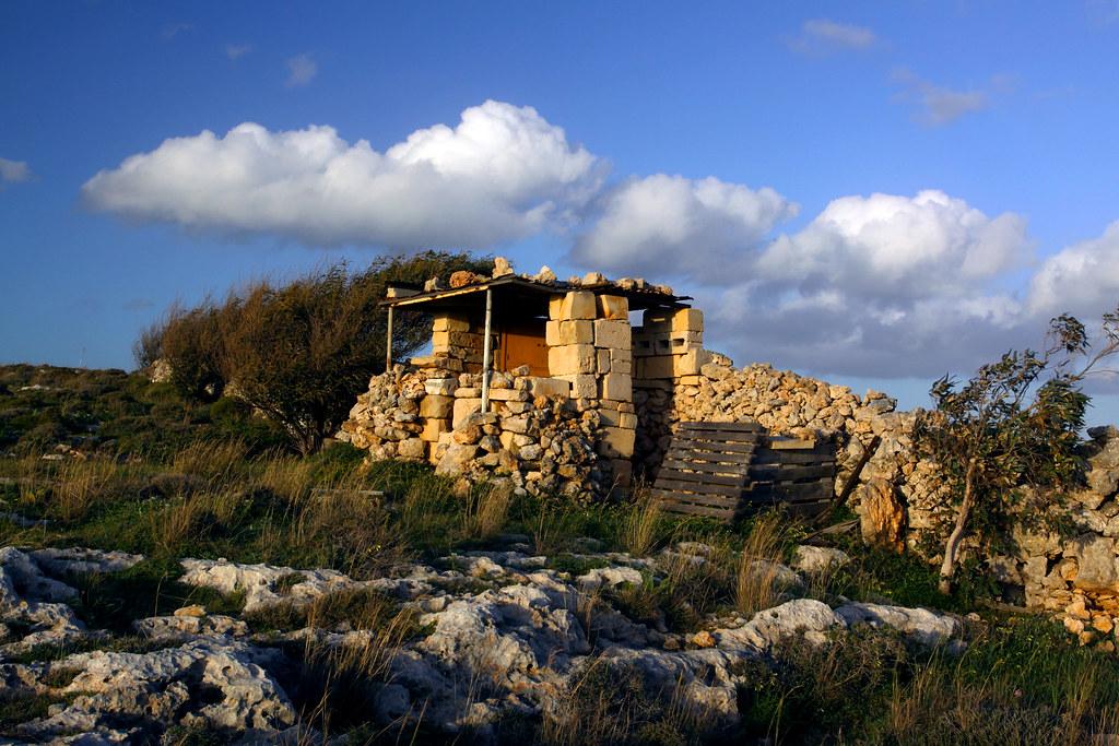 DURA TAN-NASSAB | Hunter's hut in malta | JOE MUSCAT | Flickr