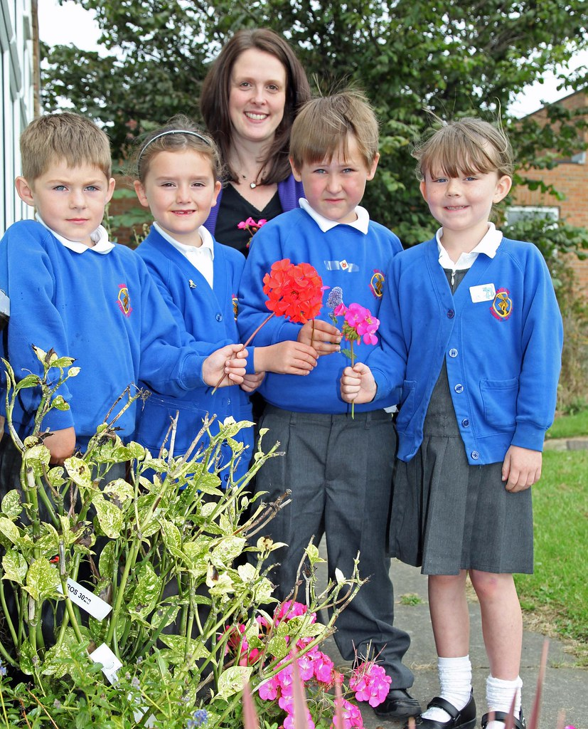 flowers donated to mill hill primary school in sunderland