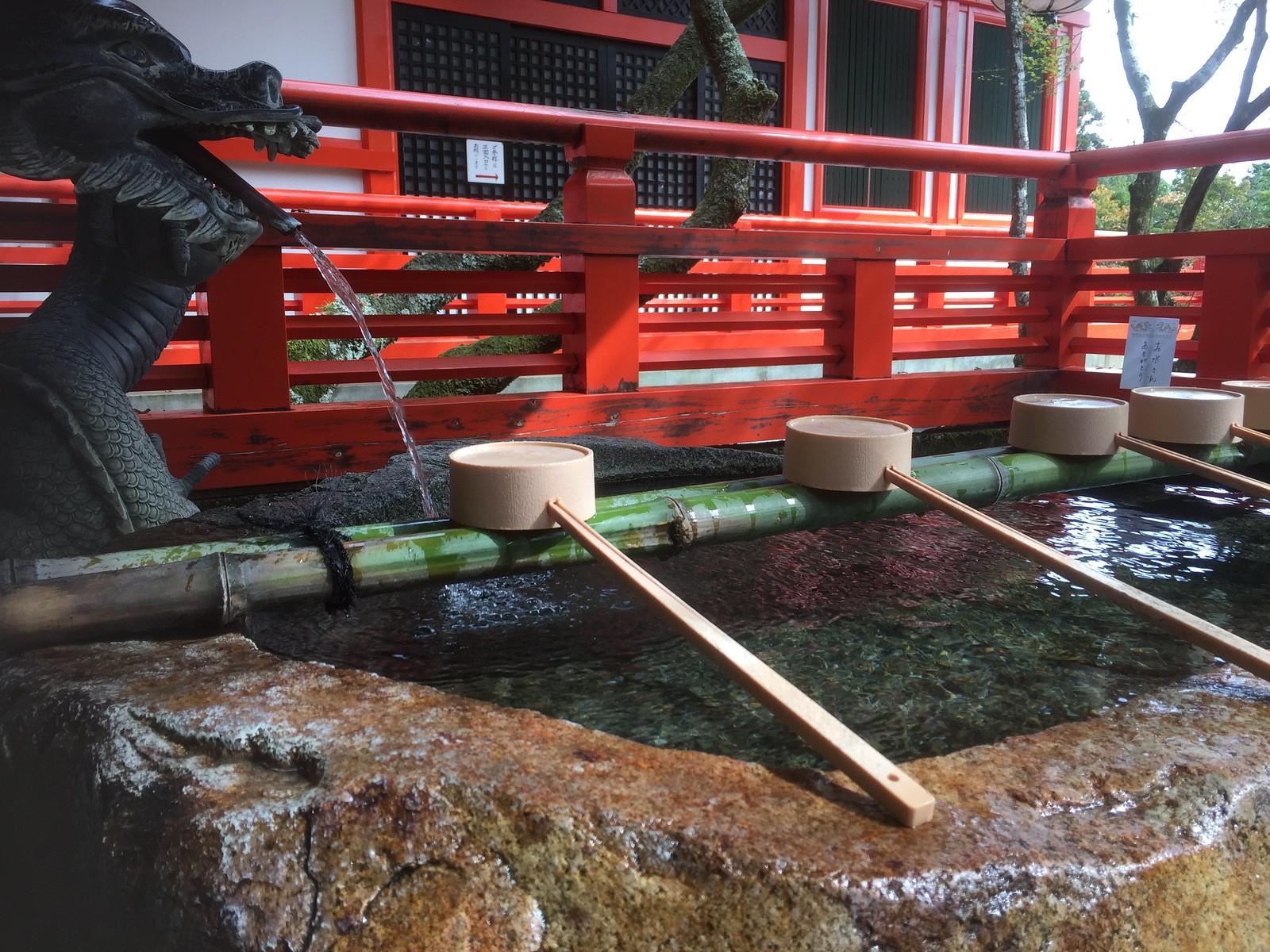 reinigend water bij een tempel