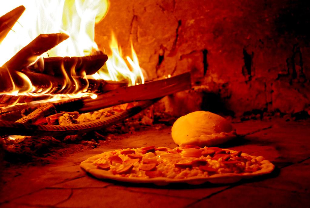 Pizza Y Calzone A La Le 241 A El Solo Ver La Foto Me
