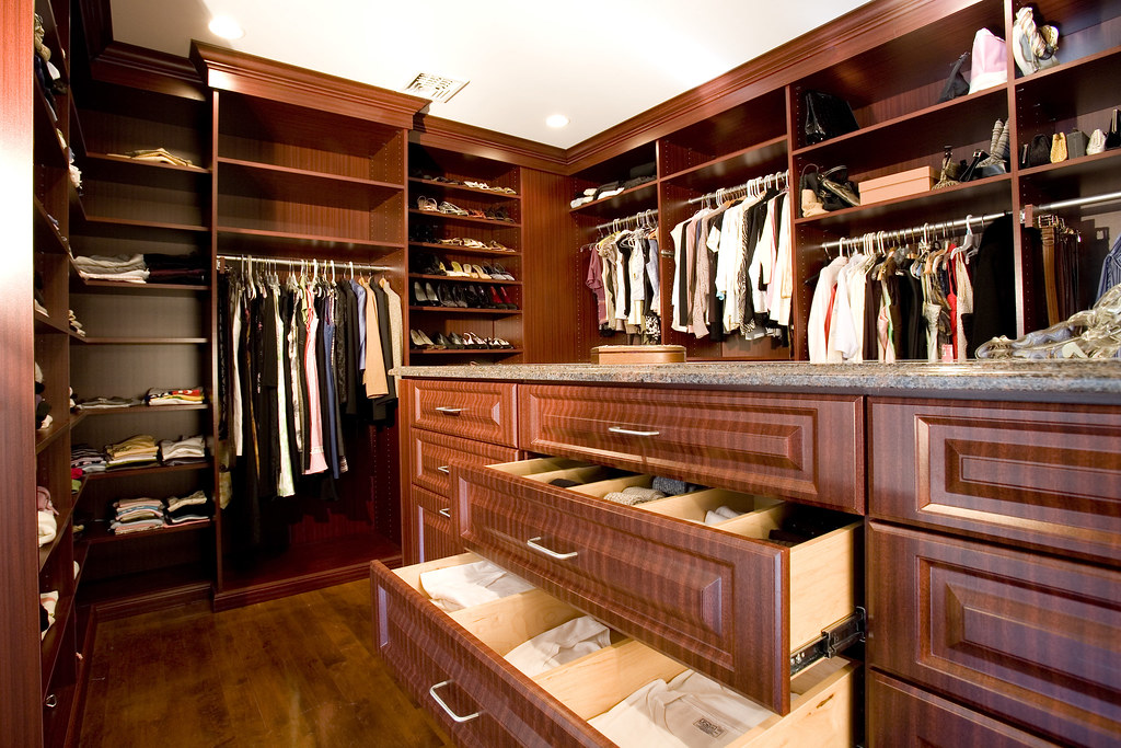 Walk In Closet With Center Island Walk In Closet With