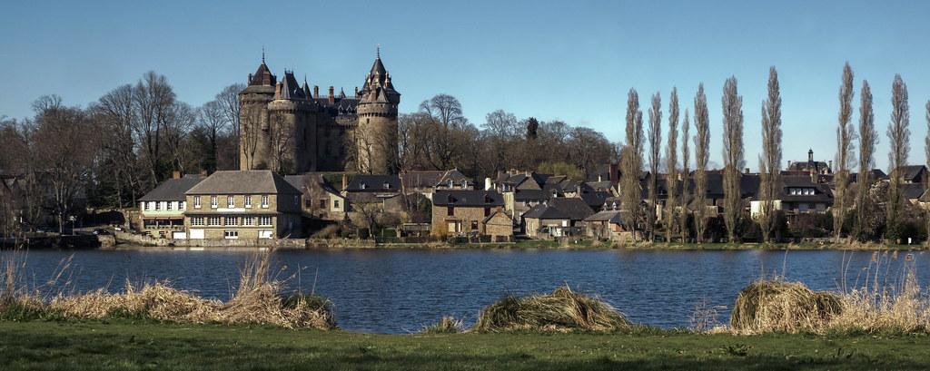 Ballade combourg 35 panoramique du chateau de la for Piscine de combourg