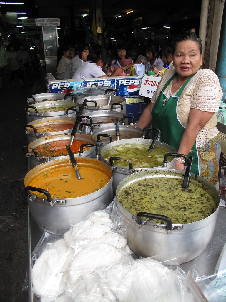 The curry lady ayutthaya thailand a friendly stall for Ayutthaya thai cuisine bar