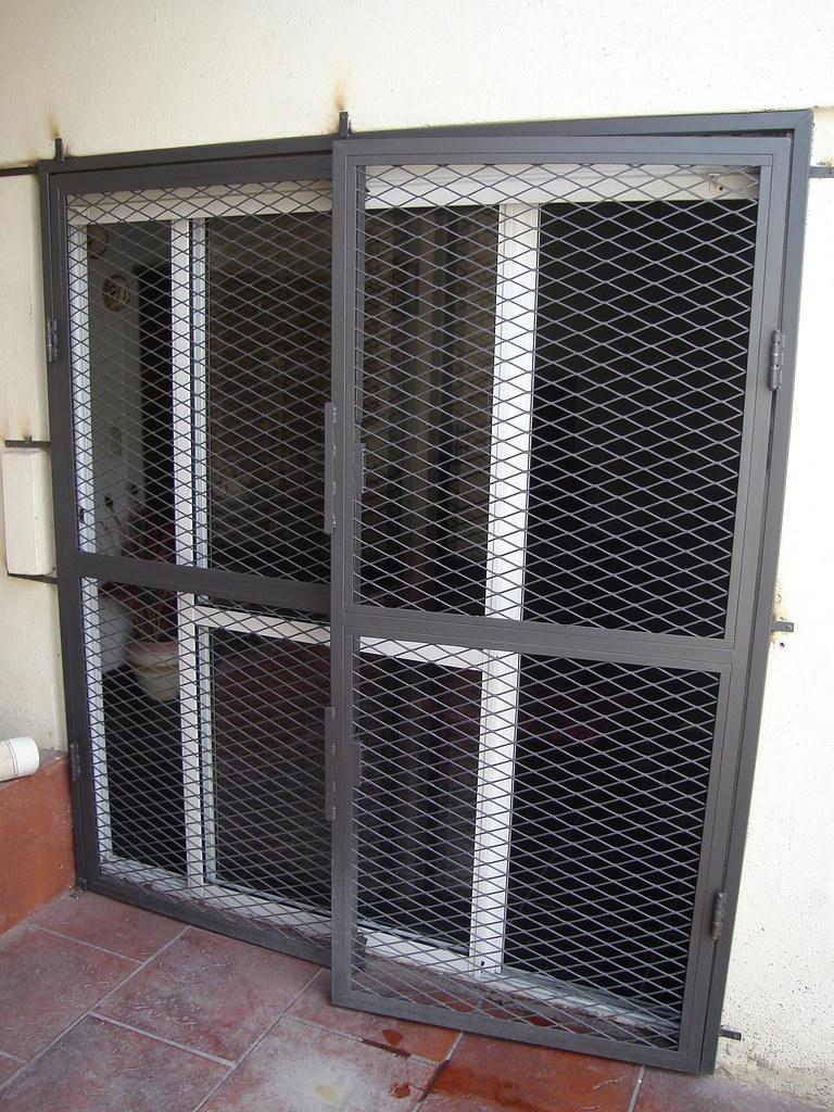 Puertas rejas corredizas fabricacion de aberturas con for Puertas corredizas de metal