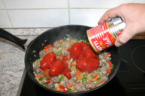 44 - Geschälte Tomaten dazu geben / Add pealed tomatoes