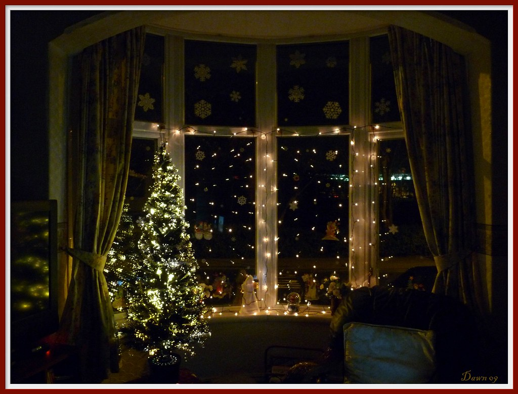 my christmas window decorationswe didnt get the snow - Bay Window Decorations For Christmas