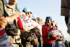 UN and U.S. Army Distribute Food and Water in Haiti | by United Nations Photo
