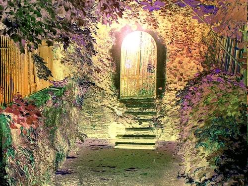 Behind the door ... the secret garden ... | Emmanuel ...